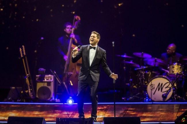 Michael Buble podczas koncertu w Budapeszcie 2 listopada /BALAZS MOHAI /PAP/EPA