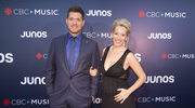 Michael Buble z ciężarną żoną na salonach