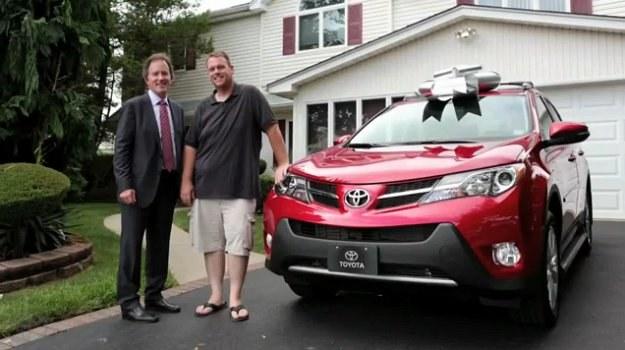 Michael Dee i jego nowa Toyota RAV4 /Toyota
