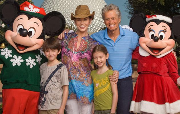 Michael Douglas z rodziną w Disney World  /Splashnews