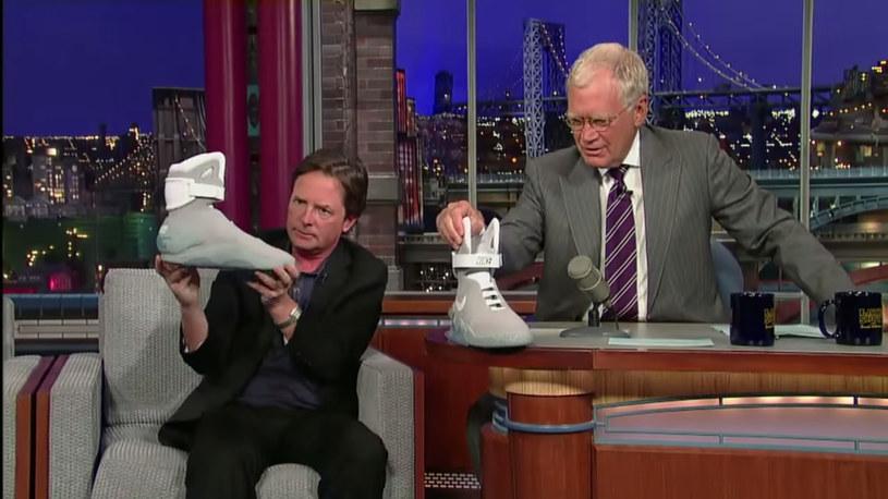 Michael J. Fox ogląda u Davida Lettermana protoyp nowych Nike'ów /materiały prasowe