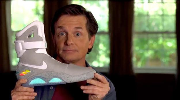 Michael J.Fox prezentuje jedną z 1500 par, które wyprodukowano w 2011 roku. /