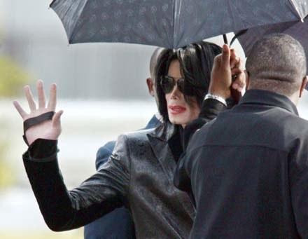 Michael Jackson podziębiony, ale wiecznie żywy /arch. AFP