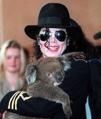 Michael Jackson rozstaje się ze swoimi ulubieńcami /arch. AFP