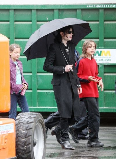 Michael Jackson z dziećmi 3 czerwca  /Splashnews