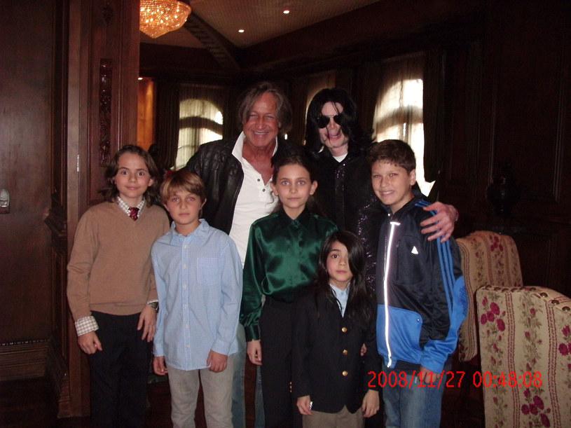 Michael Jackson z dziećmi /Handout /Getty Images
