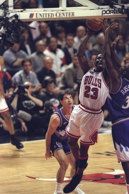 Michael Jordan (numer 23) /Matthew Stockman /Getty Images