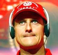 Michael Schumacher cierpliwie odpowiadał na pytania chińskich mediów /AFP