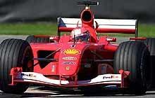 Michael Schumacher w bolidzie F2001 /poboczem.pl