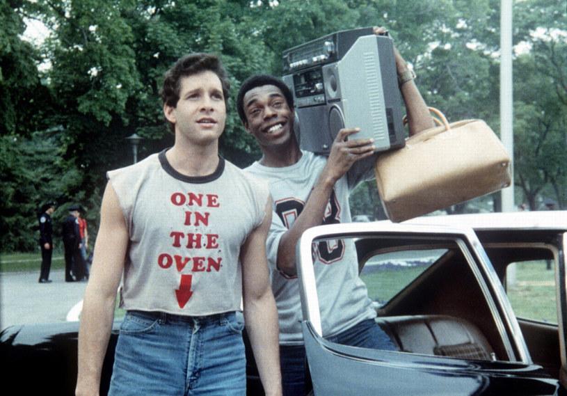 """Michael Winslow w towrzystwie Steve'a Guttenberga w """"Akademii Policyjnej"""" /MGM / Entertainment Pictures /Agencja FORUM"""