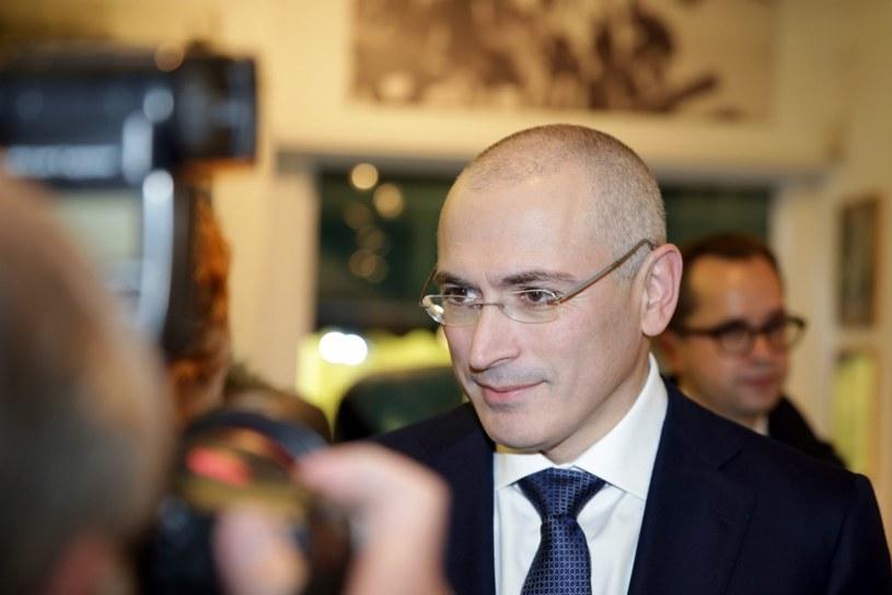 Michaił Chodorkowski przed spotkaniem z dziennikarzami w Muzeum Muru Berlińskiego /PAP/EPA