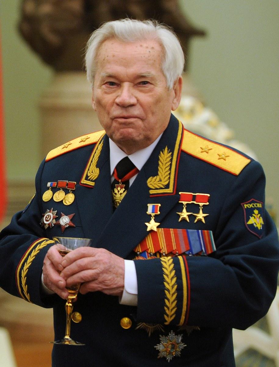 Michaił Kałasznikow (zdjęcie z 2009 roku) /NATALIA KOLESNIKOVA/POOL /PAP/EPA