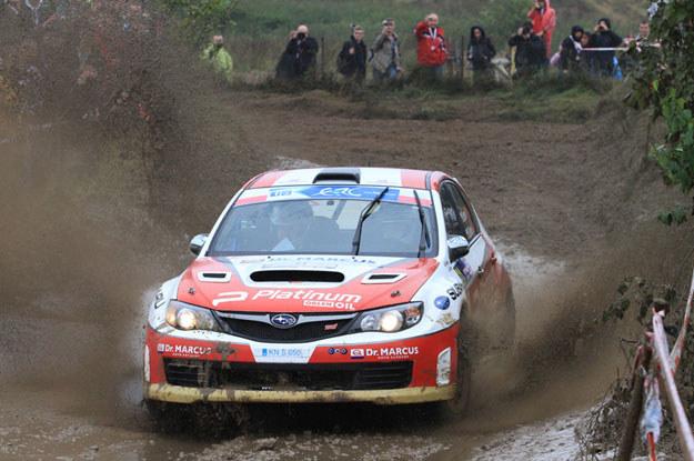 Michał Bębenek (Subaru) prowadzi w klasyfikacji Production Cars. Fot. Marek Wicher /