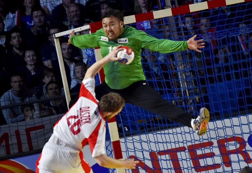 Michał Daszek rzuca bramkę w meczu mistrzostw świata z Japonią /AFP