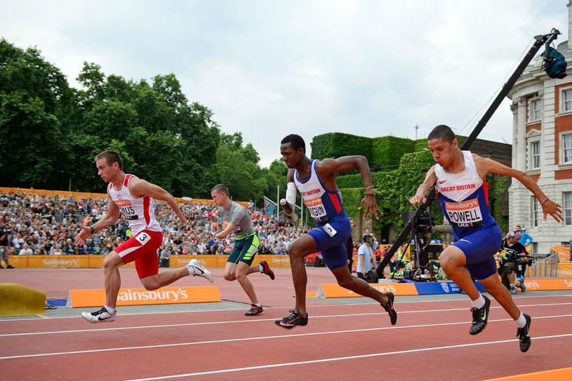 Michał Derus (1. z lewej) zdobył srebro podczas igrzysk paraolimpijskich Rio 2016. /AFP