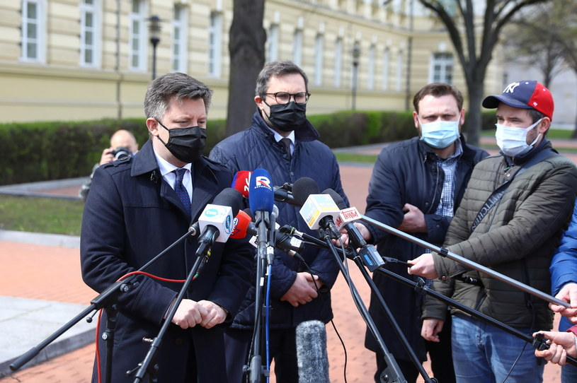 Michał Dworczyk w czasie briefingu prasowego /PAP/Rafał Guz /PAP