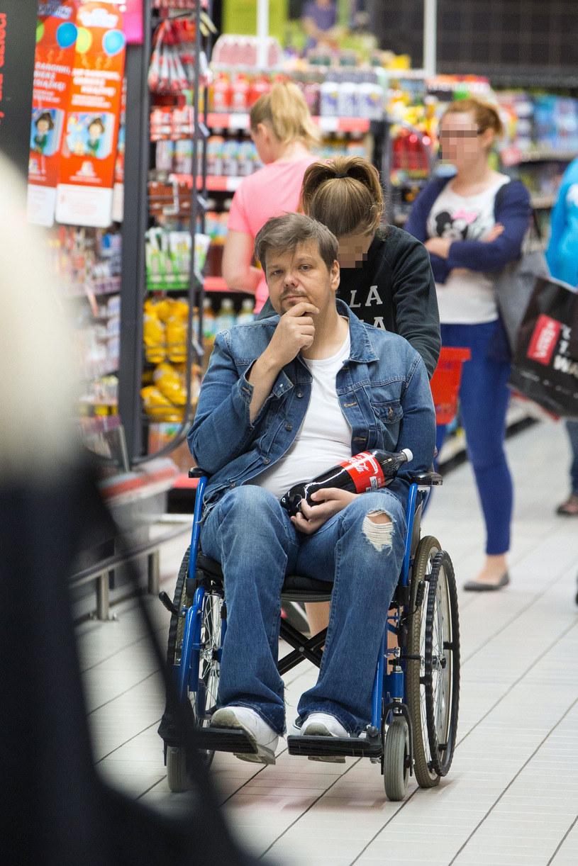 Michał Figurski do niedawna poruszał się na wózku inwalidzkim /- /Foto IP