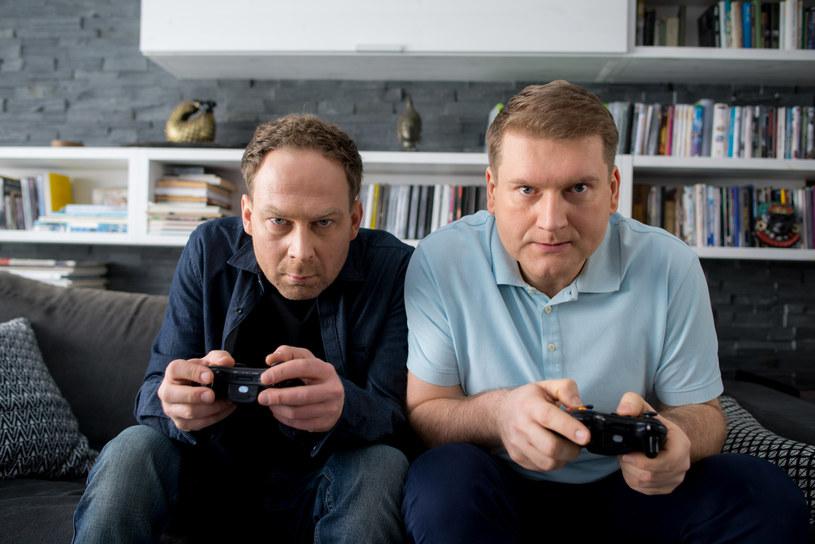 Michał i Czarek (Mirosław Kotowicz), czyli najlepsi kumple. Czarek lubi doradzać przyjacielowi, choć jego rady... nie są najszczęśliwsze. /TVN