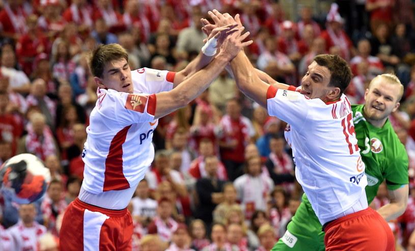 Michał Jurecki (P) i Piotr Chrapkowski (L) harowali także w obronie. /Jacek Bednarczyk /PAP