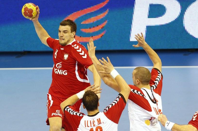 Michał Jurecki podczas meczu z Serbią /AFP