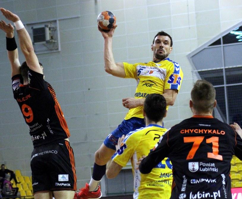 Michał Jurecki (z piłką) /Adrian Kumor /East News