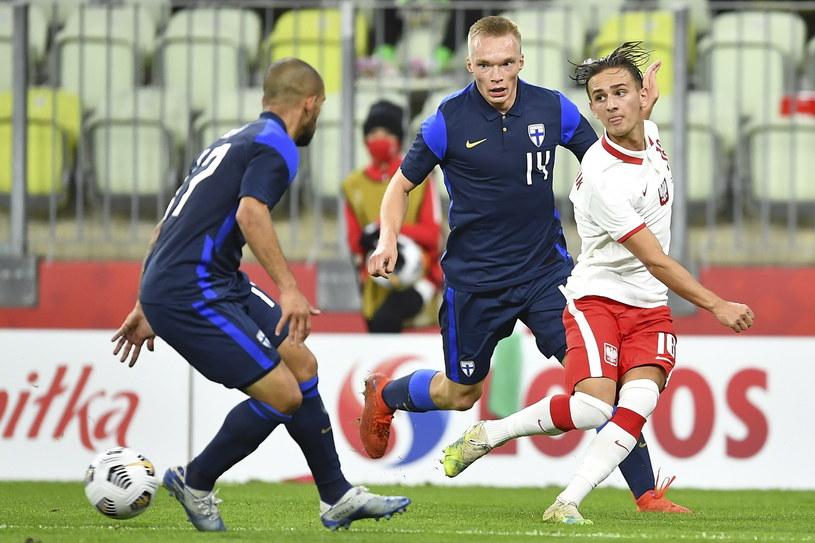 Michał Karbownik (w białej koszulce) zagrał bardzo dobrze i zanotował asystę /PAP/Adam Warżawa    /PAP