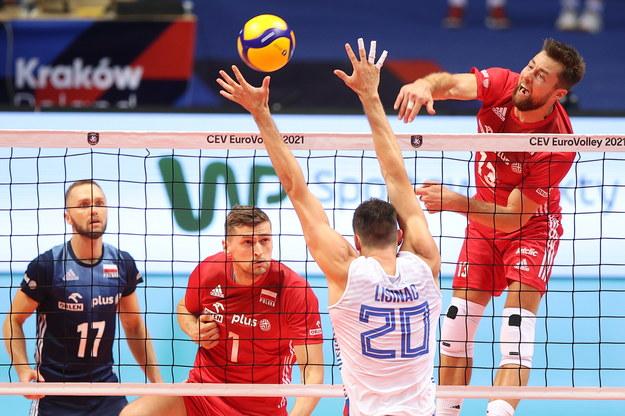 Mikes Kubiak Polandia saat menyerang selama pertandingan - Serbia // ukasz Gągulski / PAP