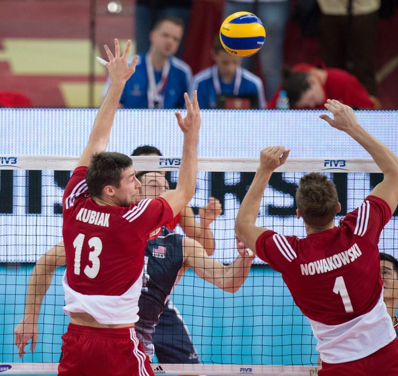 Michał Kubiak (z lewej) i Piotr Nowakowski oraz Amerykanin David Lee podczas meczu Polska - USA /Grzegorz Michałowski /PAP