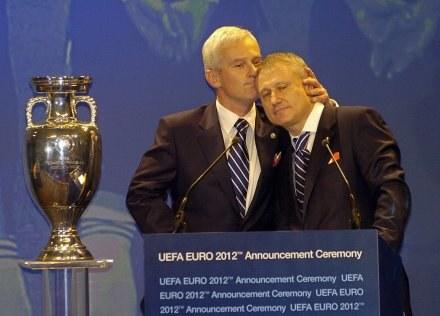 Michał Listkiewicz i Hrihorij Surkis, prezesi odpowiednio polskiej i ukraińskiej federacji /AFP