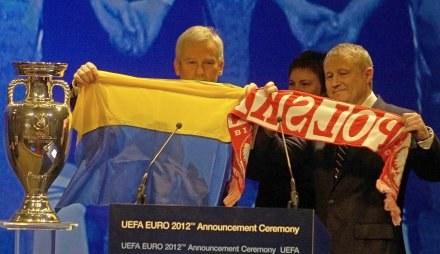 Michał Listkiewicz i Hrihorij Surkis /AFP