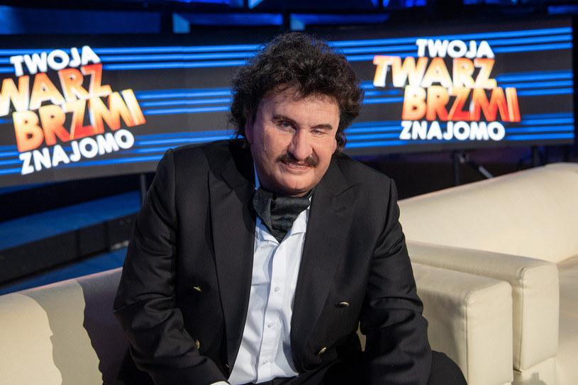 """Michał Meyer jako Krzysztof Krawczyk na planie """"TTBZ"""" /M. Zawada /Polsat"""