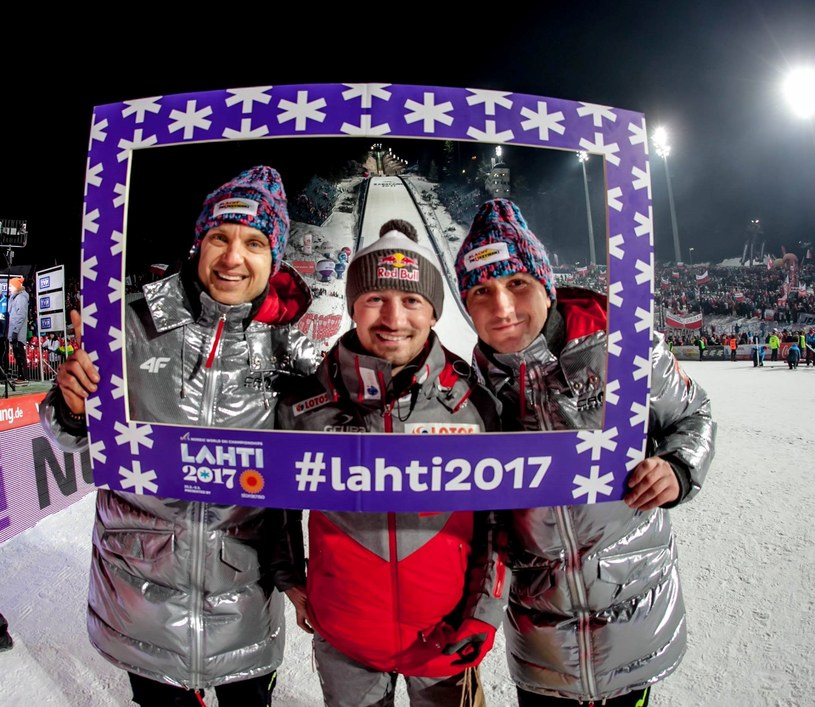 Michał Mikke Sieczko (z lewej), DJ Ucho (z prawej) i Adam Małysz zapraszają do Lahti /