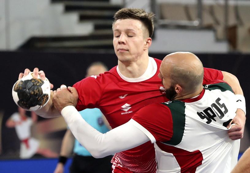 Michał Olejniczak kontra Adrian Sipos w meczu Polska - Węgry /PAP/EPA