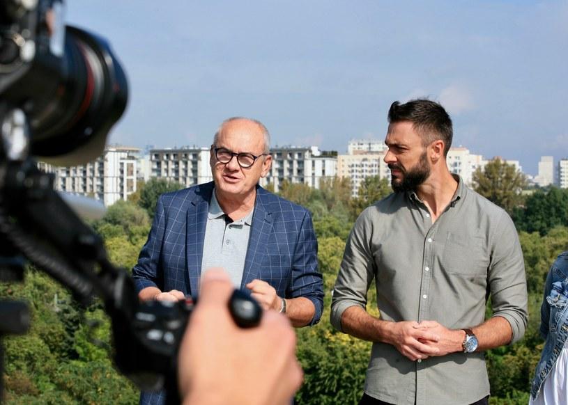 """Michał Olszański (L) na planie programu """"Kocham. Przepraszam. Dziękuję"""" /Aurelia Sawicka /Polsat"""
