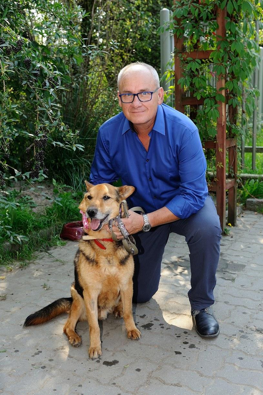 Michał Olszański z jednym ze swoich psów /Michał Wargin /East News