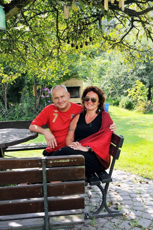 Michał Olszański z żoną Magdą w swoim domu w 2008 roku /Marek Szymański /Reporter
