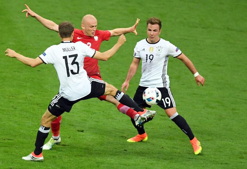 Michał Pazdan w walce z reprezentantami Niemiec /AFP