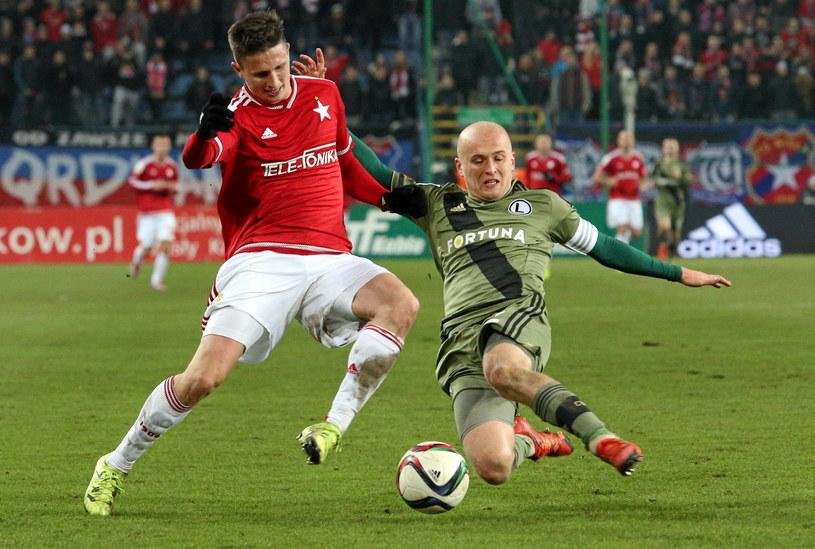 Michał Pazdan (z prawej) rozegrał dobry mecz przeciwko Wiśle /Fot. Stanisław Rozpędzik /PAP
