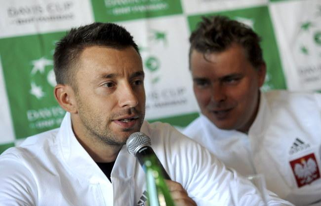 Michał Przysiężny (z mikrofonem), obok Marcin Matkowski /Bartłomiej Zborowski /PAP