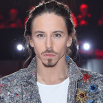 Michał Szpak w krótkich włosach