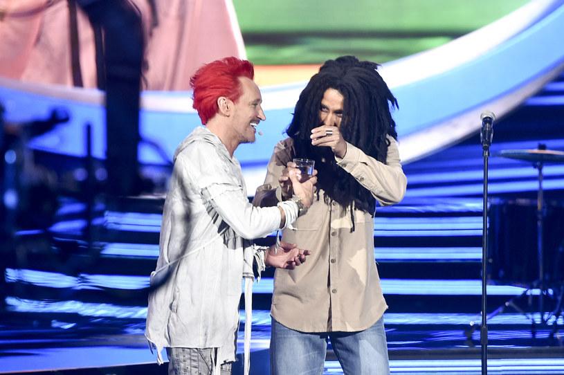 """Michał Wiśniewski i Adam Zdrójkowski jako Bob Marley w programie """"Twoja twarz brzmi znajomo"""" /AKPA"""