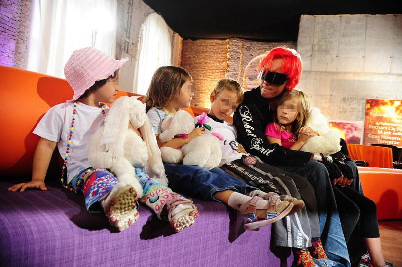 Michał Wiśniewski z dziećmi (2010 rok) /- /East News