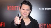 Michał Witkowski z pistoletem na premierze