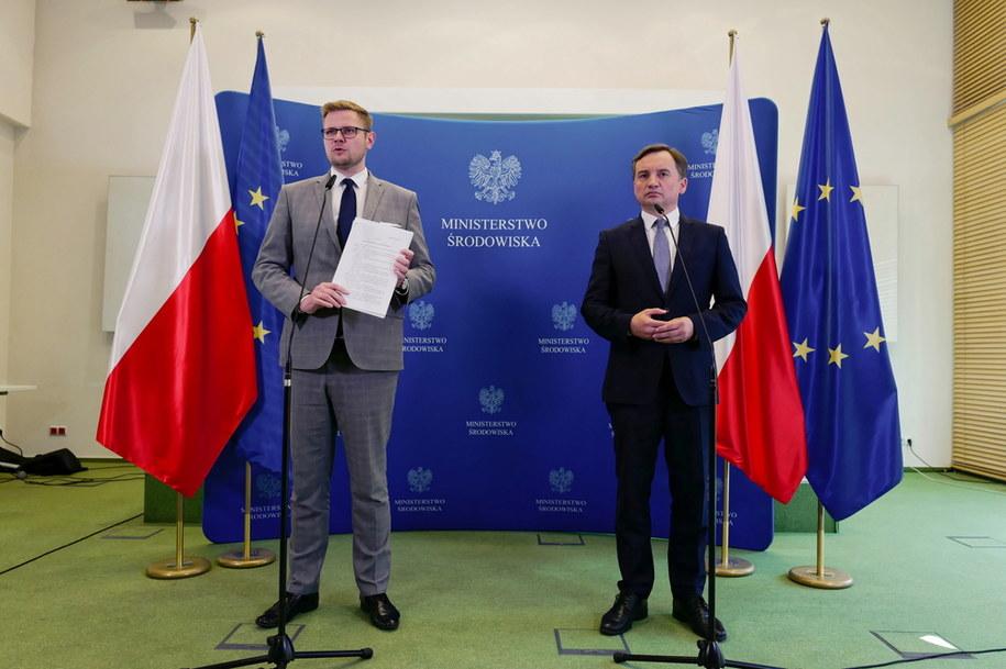 Michał Woś i Zbigniew Ziobro na wspólnej konferencji prasowej /Mateusz Marek /PAP