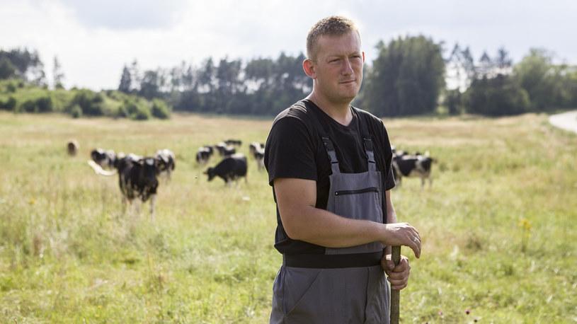 Michał wraz z Olkiem zajmą się ogradzaniem pastwiska /FOKUS TV