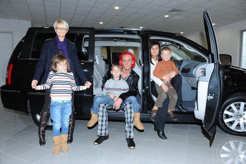 Michał z Mandaryną, dziećmi i obecną żoną z jej synkiem /- /East News