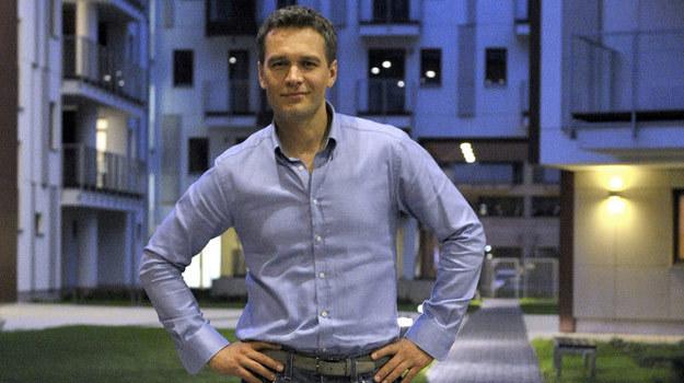 "Michał Żebrowski na planie thrillera ""Sęp"" /AKPA"