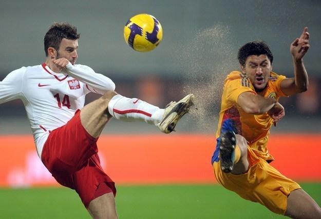 Michał Żewłakow (z lewej) żegna się z reprezentacją Polski w piłce nożnej /AFP