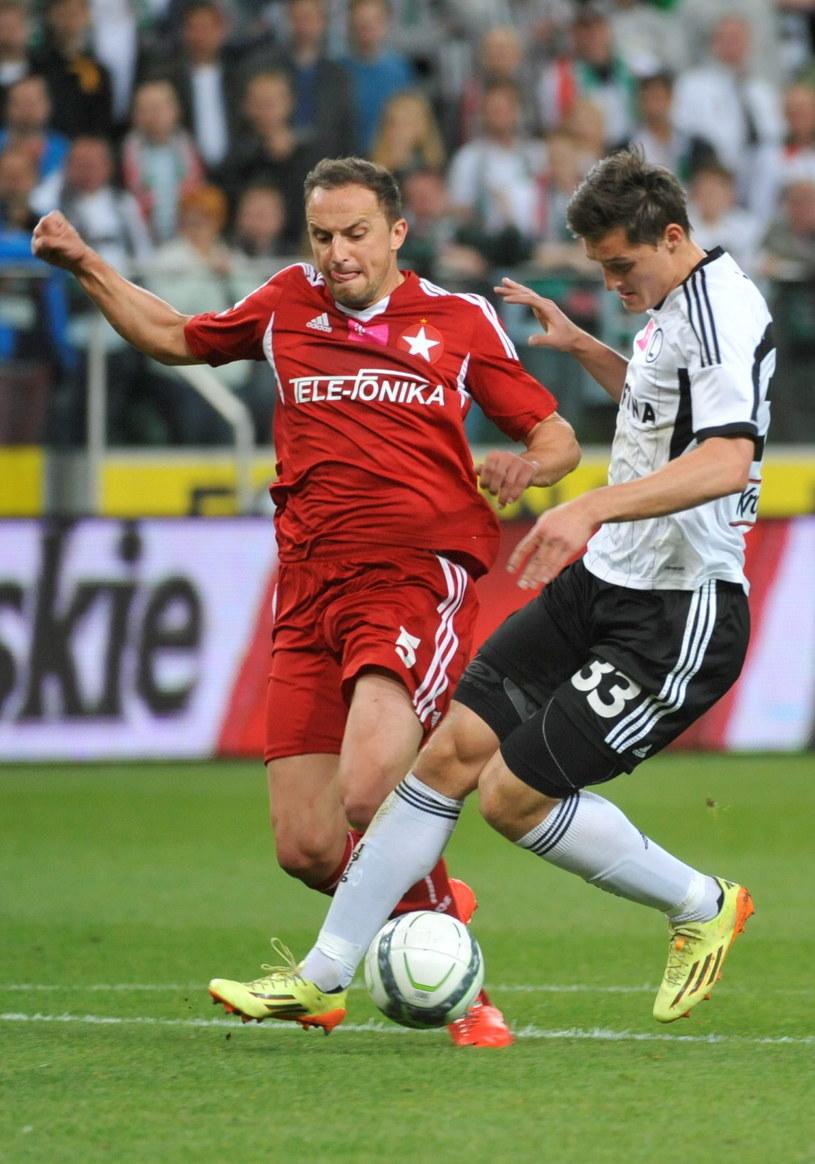 Michał Żyro (z prawej) zaliczył dobry występ w meczu z Wisłą Kraków /PAP