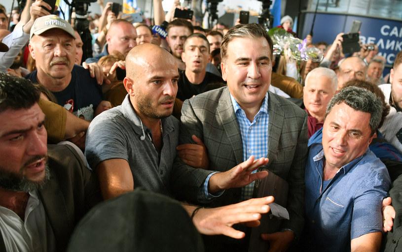 Micheil Saakaszwili witany na lotnisku w Kijowie /SERGEI SUPINSKY /AFP